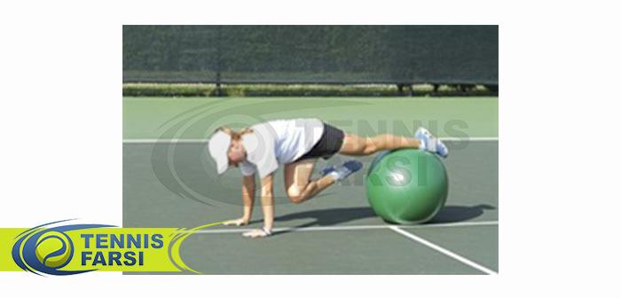 - تمرین باز و بسته کردن زانو به صورت یک در میان تا قفسه سینه روی توپ