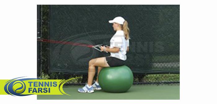 - نشستن روی توپ و کشش دست و شانه به وسیله کش الاستیک